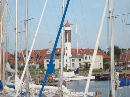 Blick auf den Leuchttum von der Seebrücke in Timmendorf