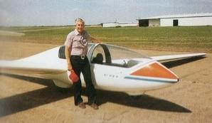 グライダー練習場で(1984年・56歳)