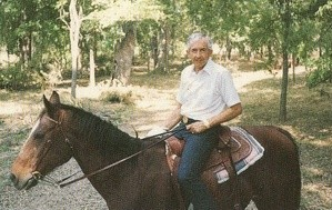 軽く乗馬をこなす(1988年・60歳)