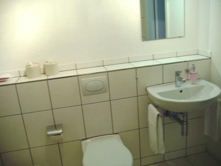Lavabo und WC auf der Etage