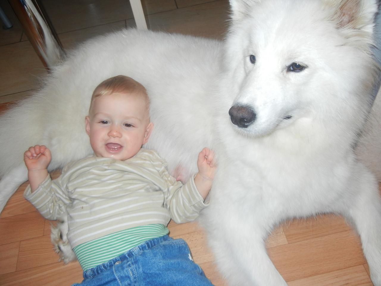 Welches Baby hat sich den da zu Mama Shyra verirrt?