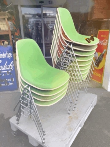 Eames DXS Fibreglas Chairs arrived.