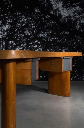 "Charlotte Perriand ""En forme"" Desk. Foto: Artcurial, Paris"