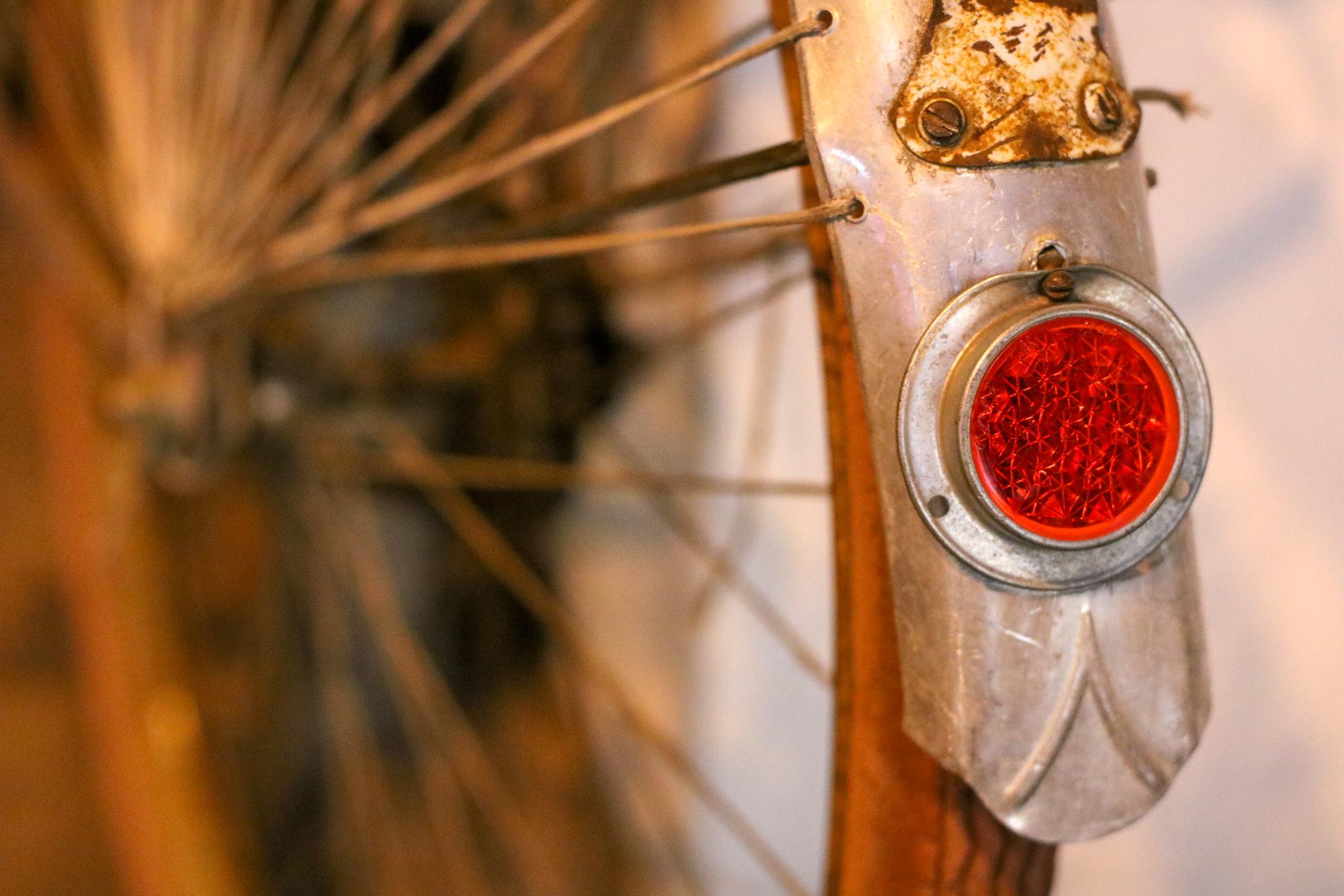 Vintage Rücklicht eines Nostalgiefahrades - Bei uns gibt es immer schöne Fahrräder mit dem Flair der Vergangenheit.