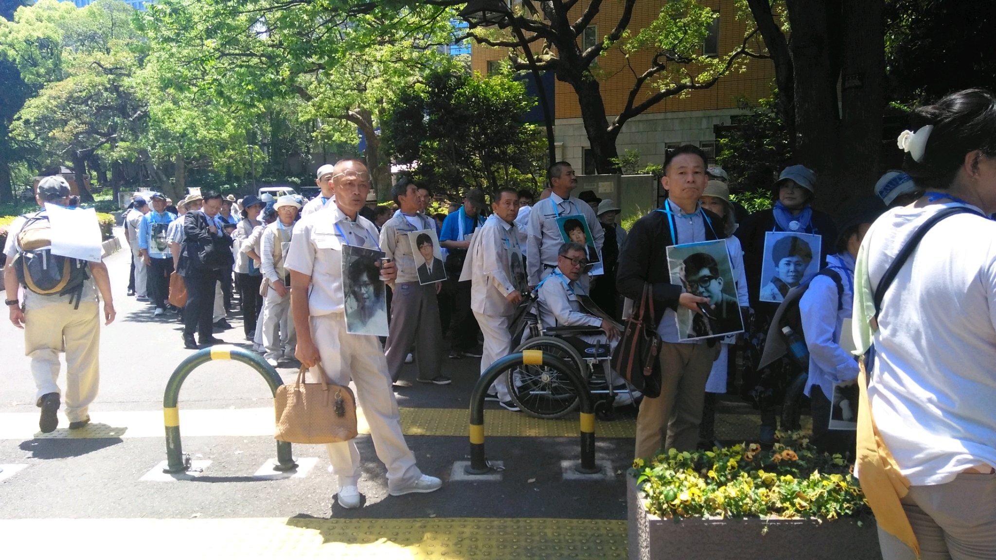 拉致被害者家族と、しおかぜネットワーク、そして調査会の、有志達が、約250名集結し、私は半月板損傷の為、車椅子に乗り、会員の後押しでデモ行進を、只今出発する所です。目指せ、国会議事堂