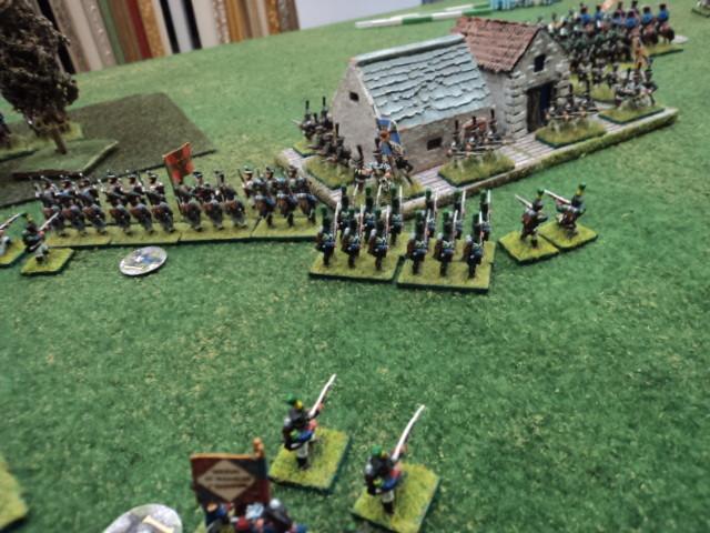 Alcuni Battaglioni francesi, appartenenti alla Brigata Fausto, attaccano il villaggio...Quest'ultimo è l'obiettivo in attacco francese...