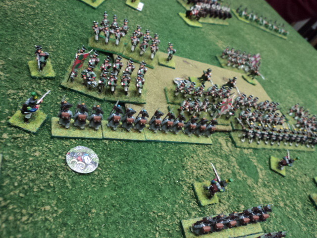 La fanteria russa, galvanizzata per la facile avanzata, attacca la fanteria francese per tentare di allontanarla dalla collina