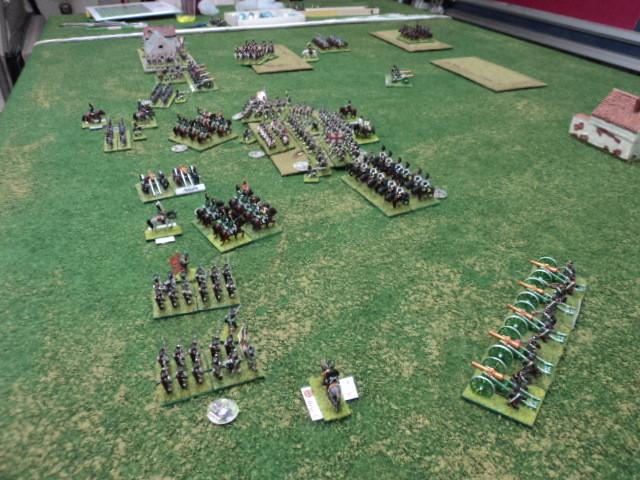 In primo piano. L'ala sinistra russa, sotto il comando di Loris, ha eliminato l'ala destra francese (Silvio) e ora punta a supportare le unità che stanno combattendo sulla collina...