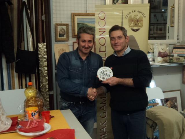 Il Veterano 2014 Stefano Plescia viene premiato dal Vice-Presidente Franco Iacca