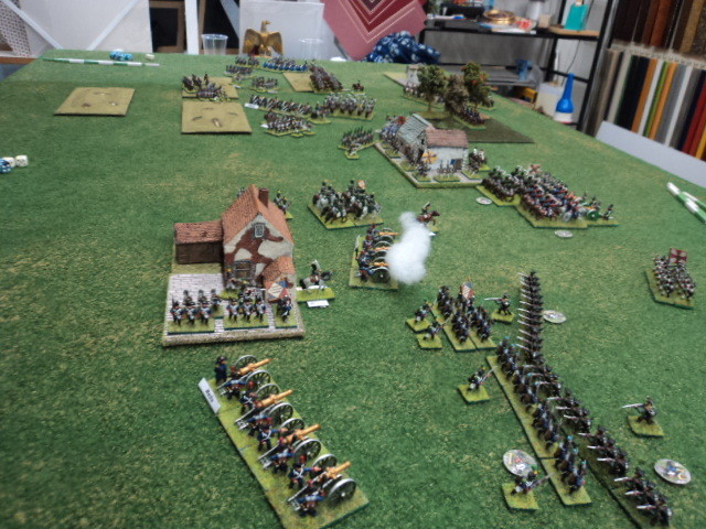 Nel frattempo si combatte nei pressi del villaggio presidiato dalla fanteria di Loris (in primo piano)