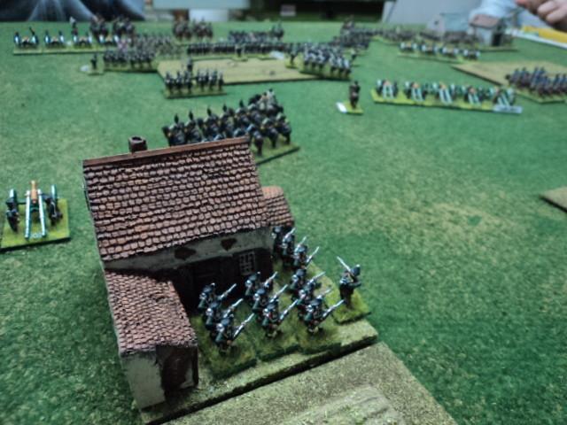 Veduta della fattoria presidiata dalla fanteria russa. Questo elemento del terreno è un obiettivo difensivo russo e un obiettivo in attacco francese.