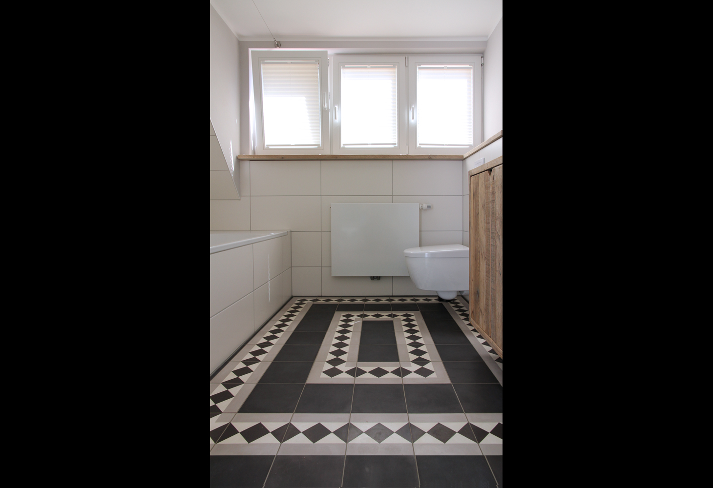 OG: Schönes Bodenmosaik aus Zementmosaikplatten der Firma VIA.