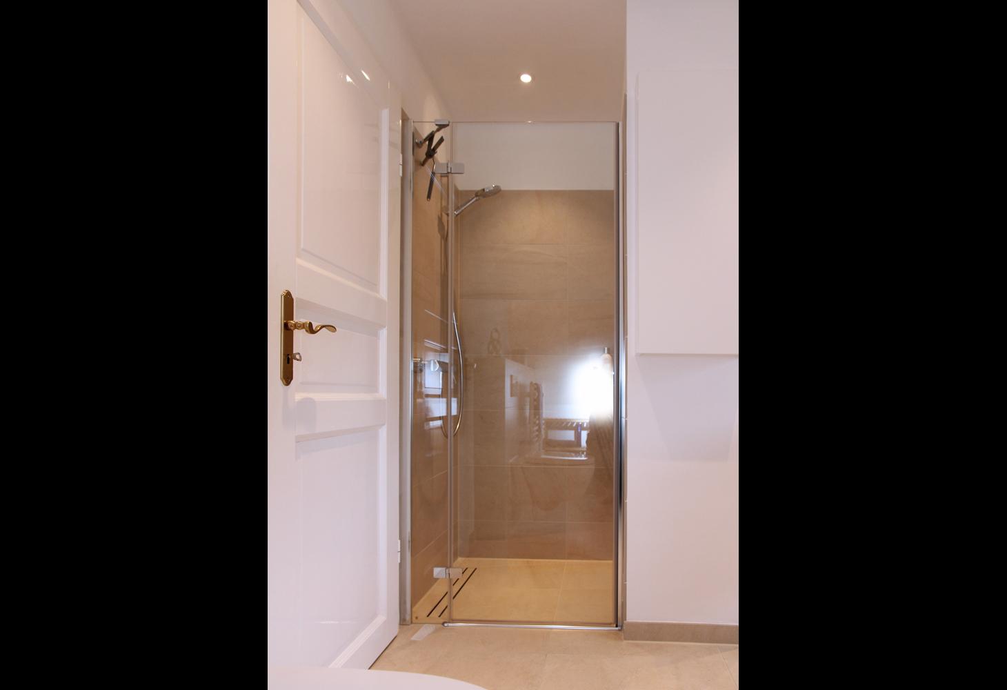 Der Duschbereich: Eleganz bis ins kleinste Detail.
