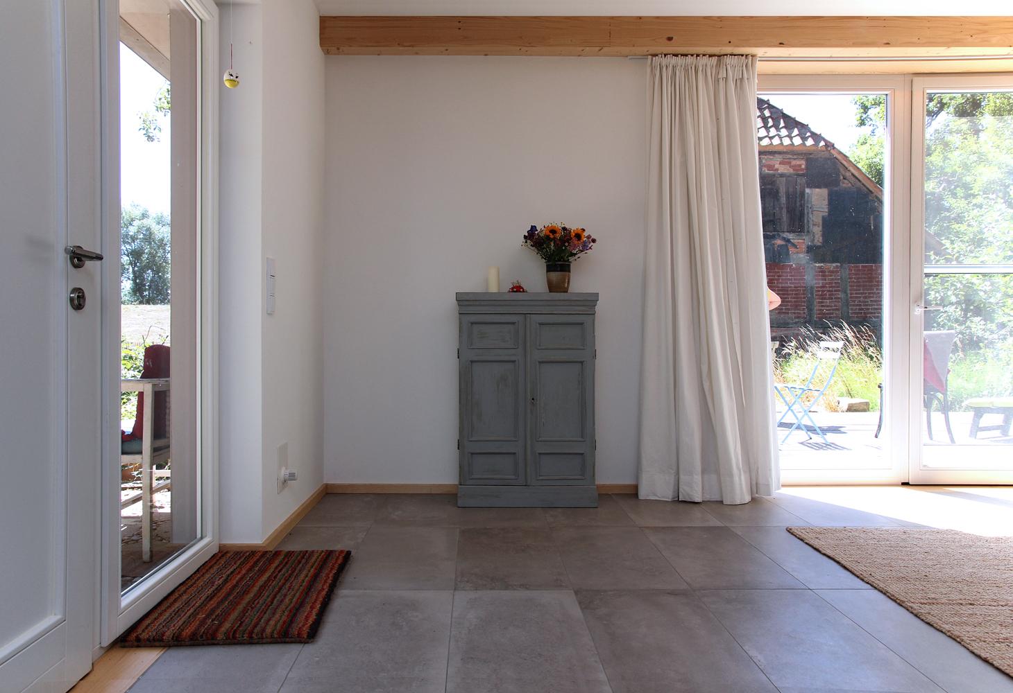 EG: Das gesamte Erdgeschoss wurde im Wohn/Küchen- und Essbereich mit…