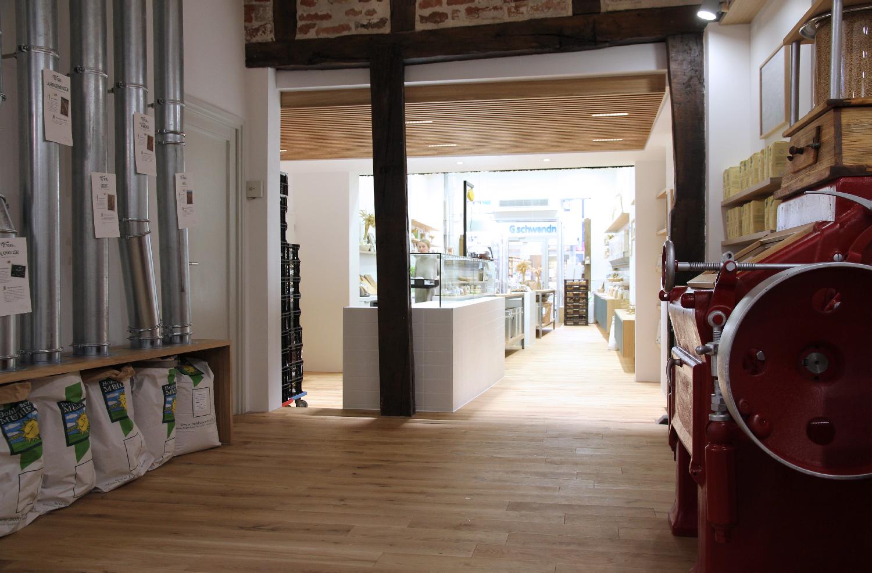 Hinterer Ladenbereich mit Eventbereich und historischem Mühlenambiente