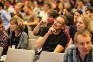 Beim Diskutieren im Plenarvortrag. Foto: M. Juvonen
