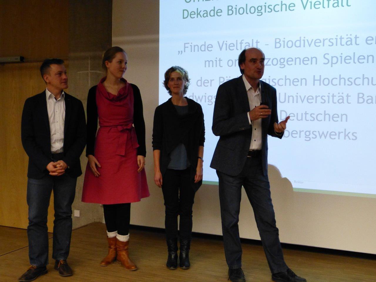 Prof. Dr. Armin Lude bedankt sich für die Auszeichnung. Foto: Projekt Finde Vielfalt.