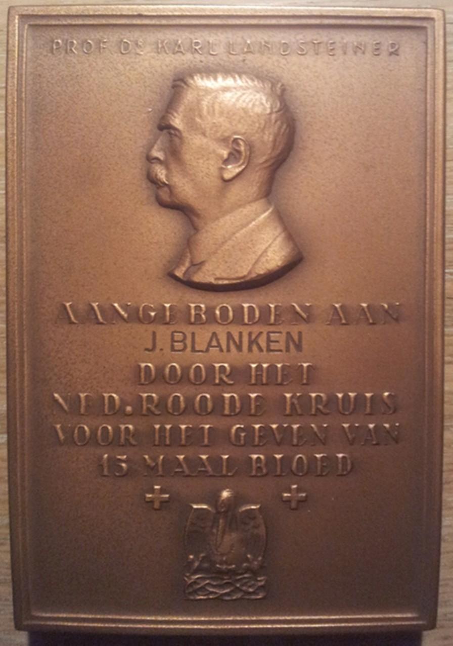 Medalla Paqueta Honorífica al Dr. Karl Landsteiner.