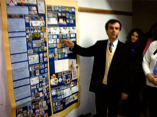 """Poster Filatélico: presentado en las Jornadas del Policlínico """"Sofía T. de Santamarina"""" de Monte Grande - 2004. Sellos y Documentos Postales."""
