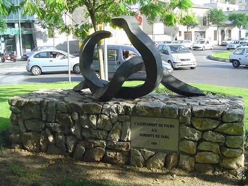 Monument als donants de sang de R. Tugores, en Palma de Mallorca - España, 1995.
