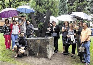 Monolito al Donante, se ubica en el parque de la Casa de Cultura de Villablino - España..
