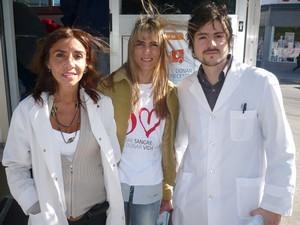 La jefa de Servicio de Hemoterapia y Banco de Sangre del Hospital Regional San Luis, Dra. Andrea Torressi (a la izquierda en la foto)