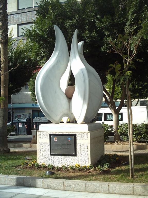 Monumento al Donante en Almería, España..