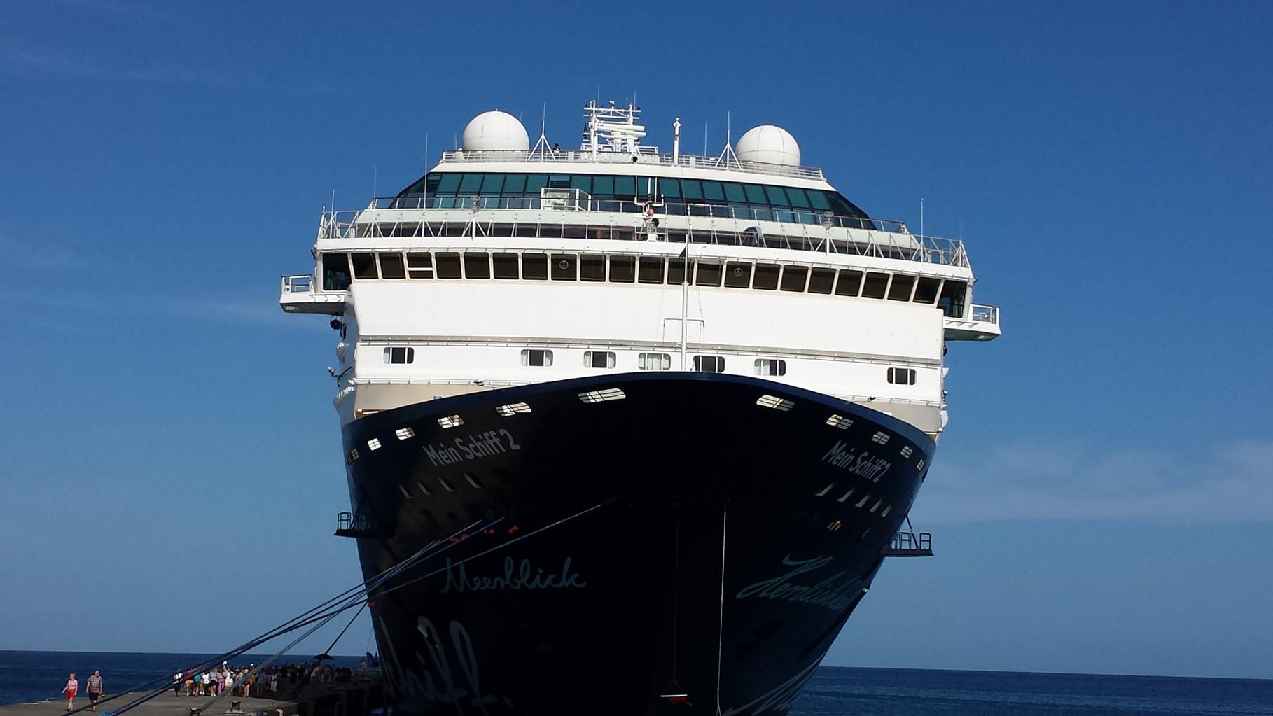 Mein Schiff 2 im Hafen von Grenada