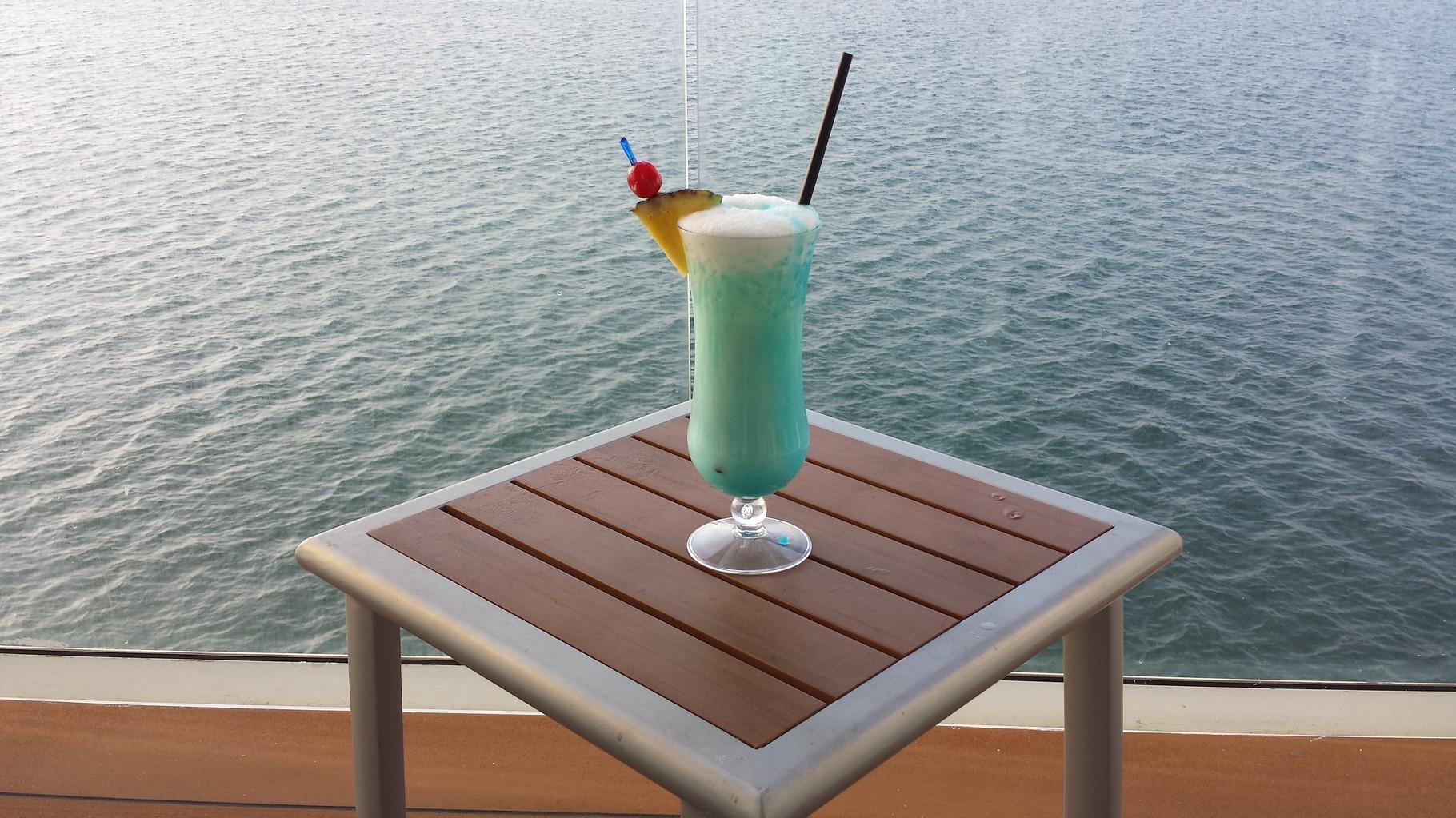 Cocktail auf dem Balkon