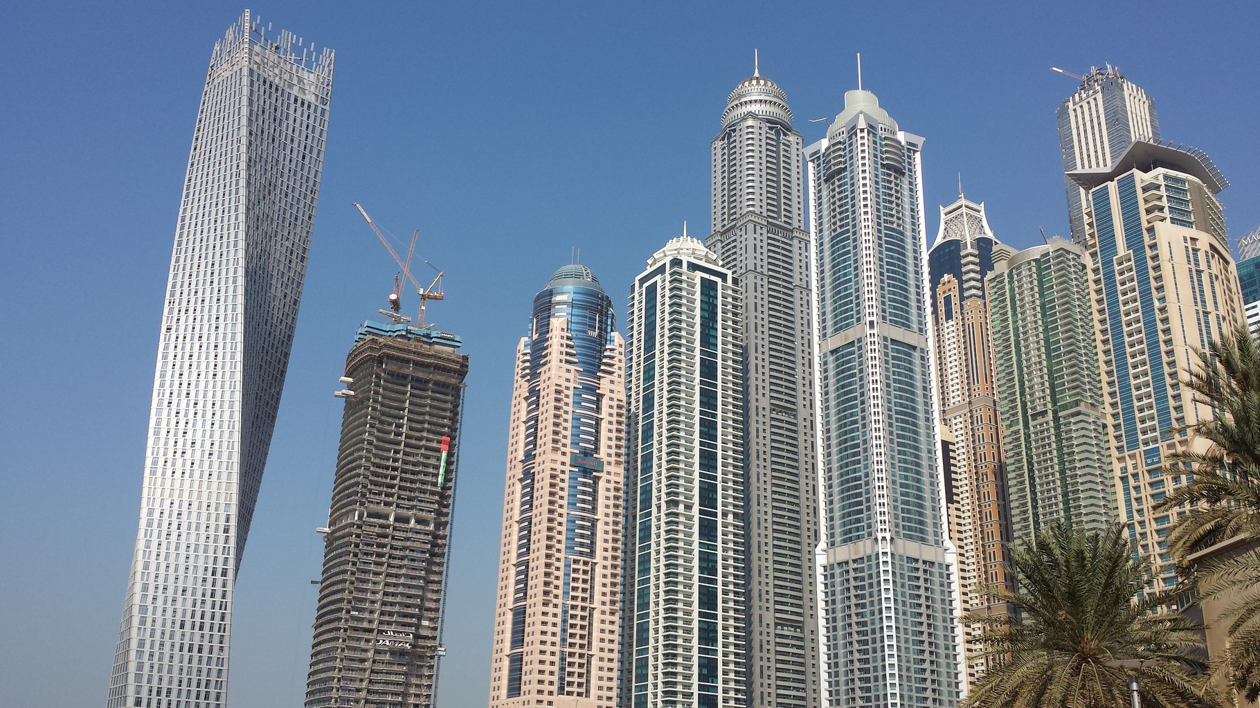 Skyline Dubai Marina (ganz links: Infinity Tower)