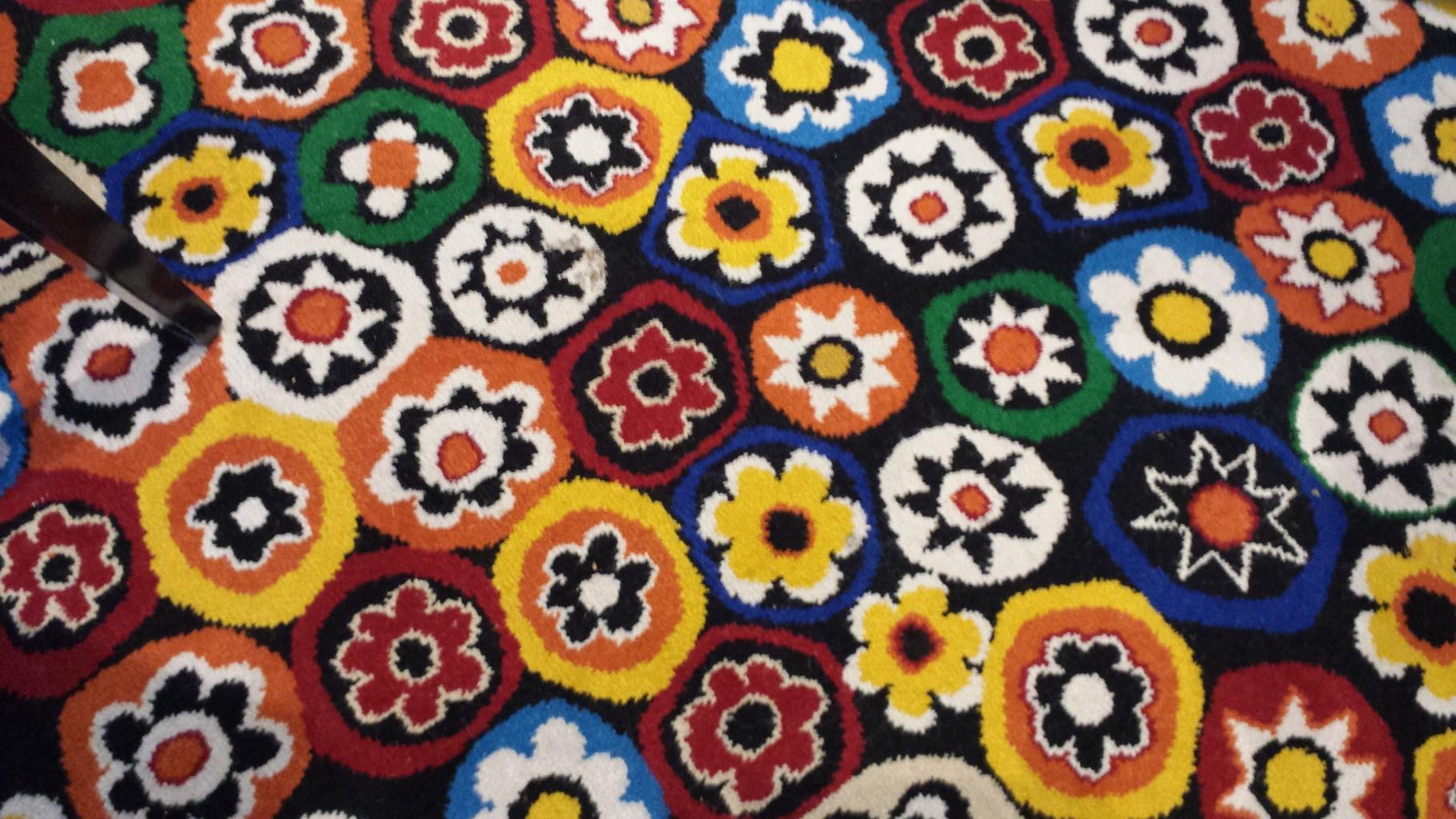 bunter Teppich im Mediterran