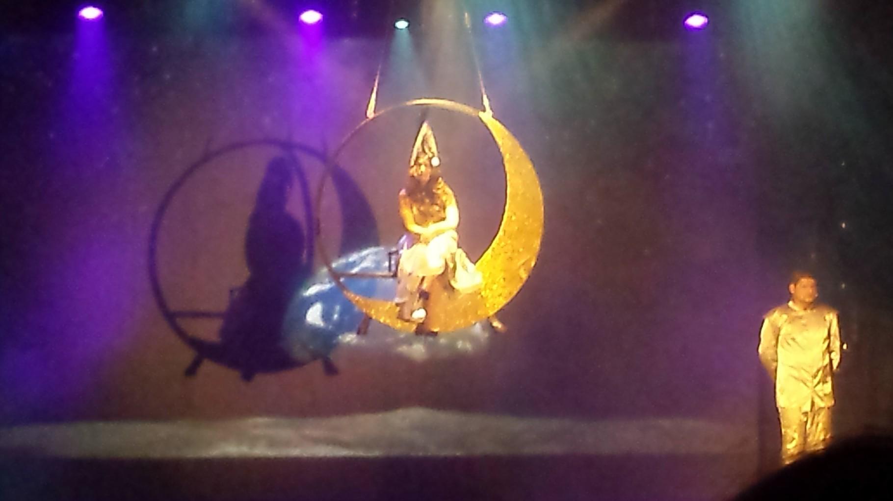 """Show """"Luna"""""""