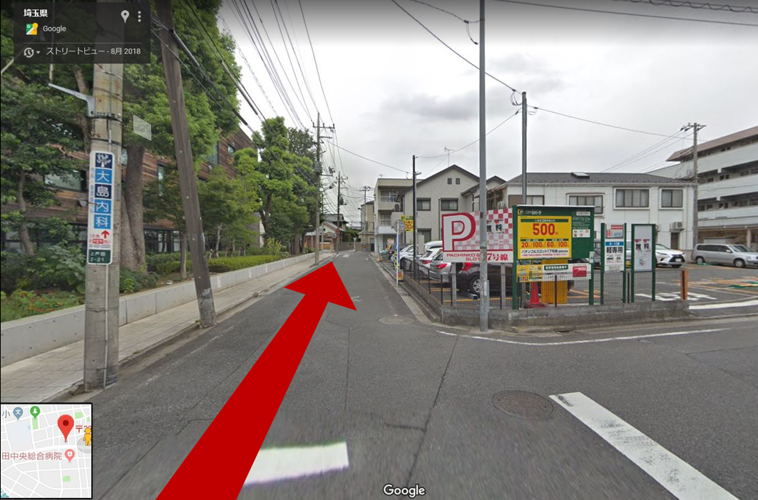 この先ひとつめの十字路を左折。右手の有料駐車場は当店提携ではありません。