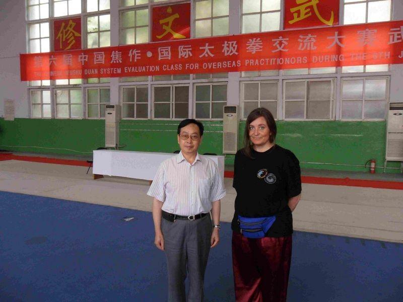 mit Großmeister Kang Gewu, 9. Duan /CWA, nach bestandener Prüfung 2011