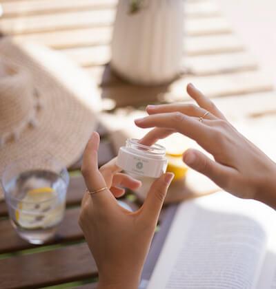 Naturkosmetik Zinksalbe von Lexagirl zur Pflege von unreiner Haut