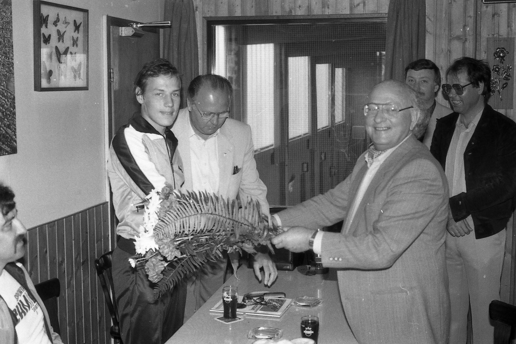 Bgm.Hans Pfeiffer gratuliert Roberto Caruso zum Deutschen Meister Titel