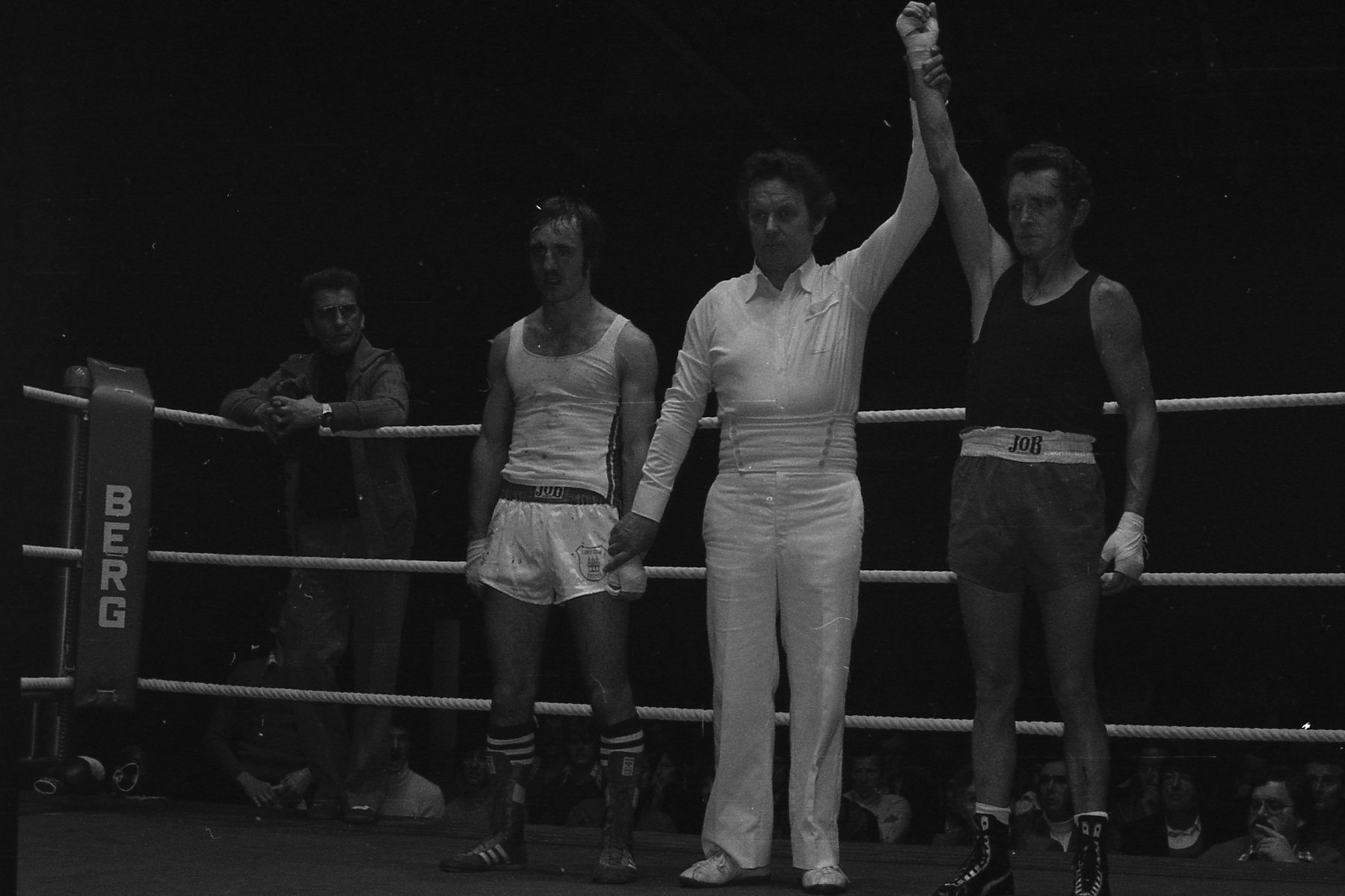 v.l.  B.Carra,BC Speyer,  Rudi Moos,Finale Südd.Meistersch. Hanau 1978, Punktsieger Moos,
