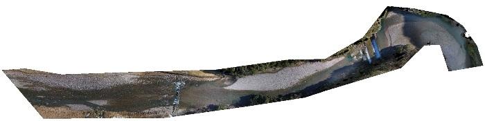 UAVで上空から撮影した河川の様子