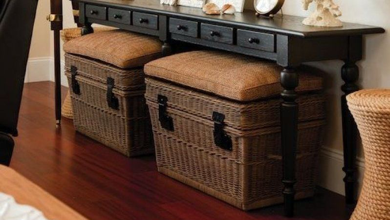 Guarda la ropa en cestas bajo un mueble - AorganiZarte