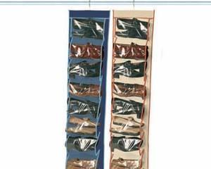 Utiliza zapateros de bolsillo colgando de la barra si no dispones de mueble zapatero.