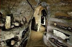 Il corridoio matrice delle Catacombe Ad Decimum