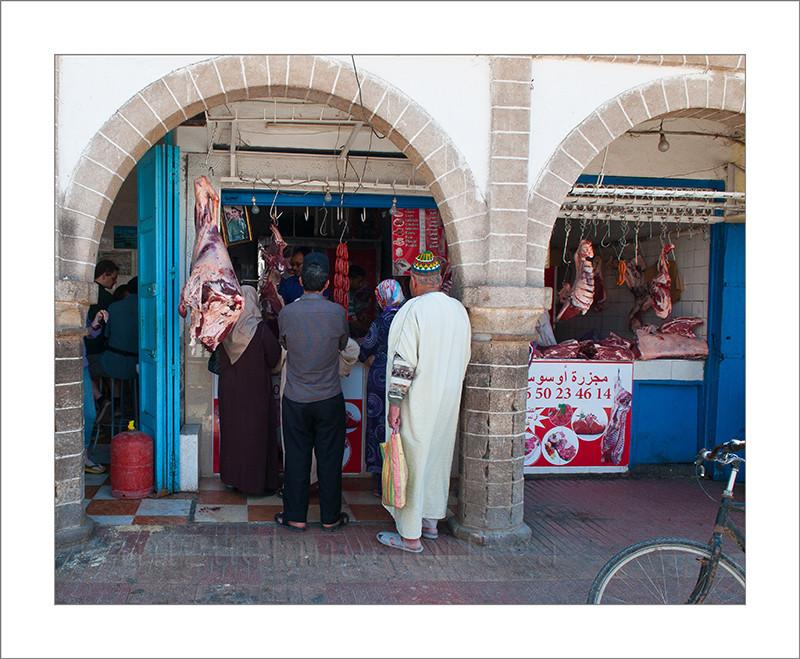 Marruecos, Ashila, turismo, fotografía de viajes, fotografía callejera, carnicería, carne, venta, puesto, mercado