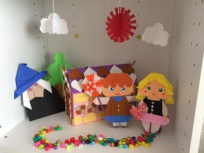 春日井市みやこ内科クリニックの受付にある折り紙ボックス。お菓子の家バージョン。