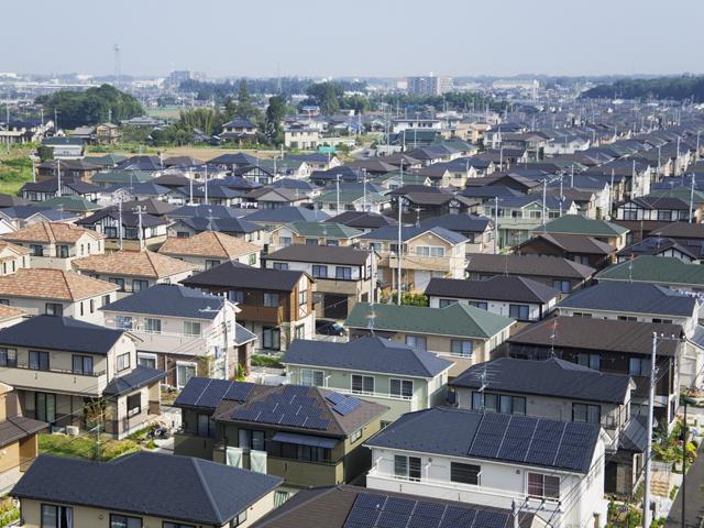 ベットタウンに住宅の品評会のような家が立ち並ぶ