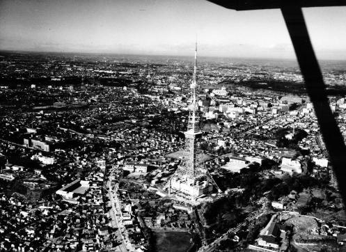 東京タワーの周りは戦後の建物が密集!