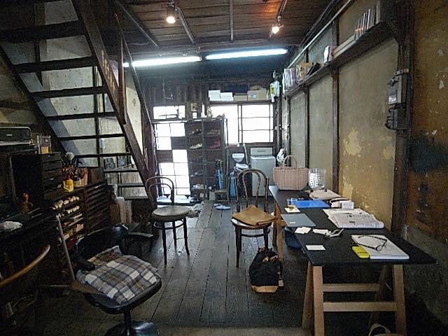 長屋の内部は和風で壁塗りの畳の部屋でした