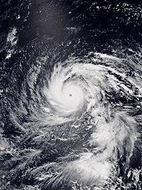 台風の目がくっきり見える強い台風21号