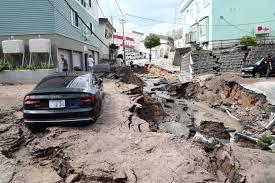 札幌市内で液状化による道路や建造物が崩壊