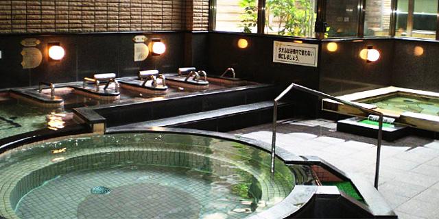 豪華な浴槽と環境に、一日の癒しと健康に