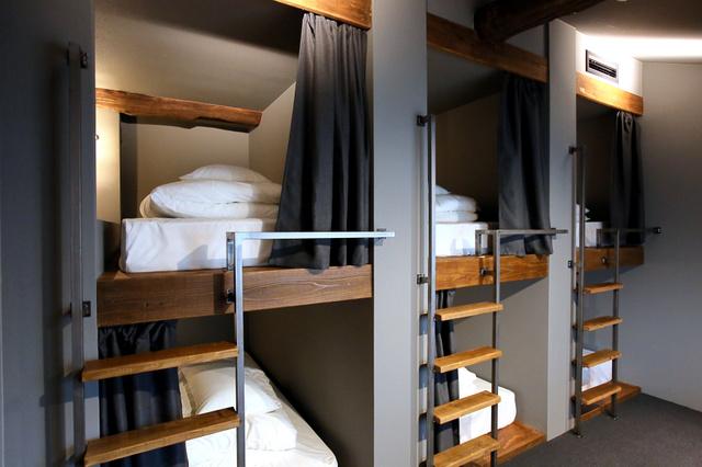 2段式のベッドで簡易宿泊としても利用